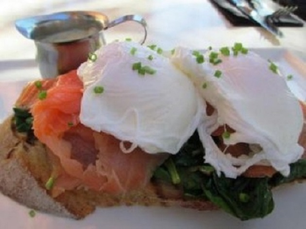 Pica Bar and Cafe Salmon poached eggs breakfat © The Ponder Room